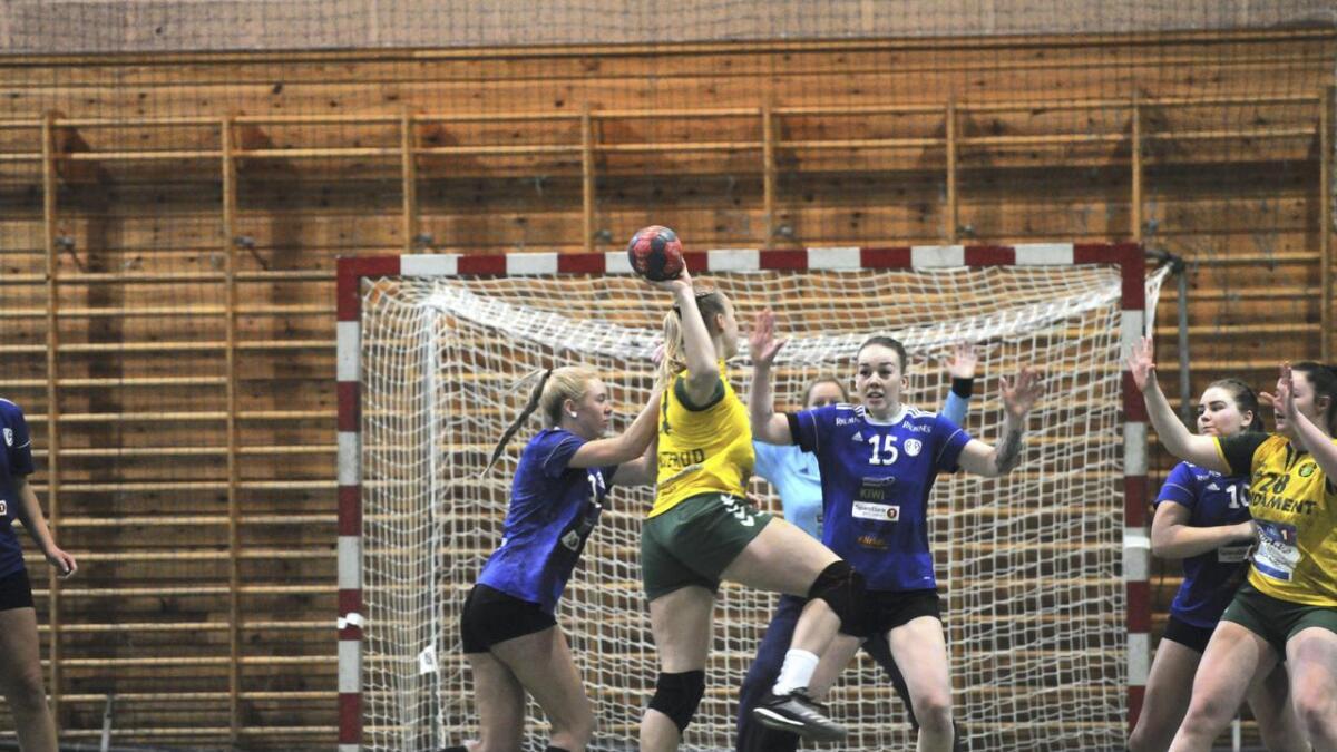 R&Ås damelag klarte ikke å stille lag søndag. Bildet er fra kampen forrige helg mot naboen Ull/Kisa.
