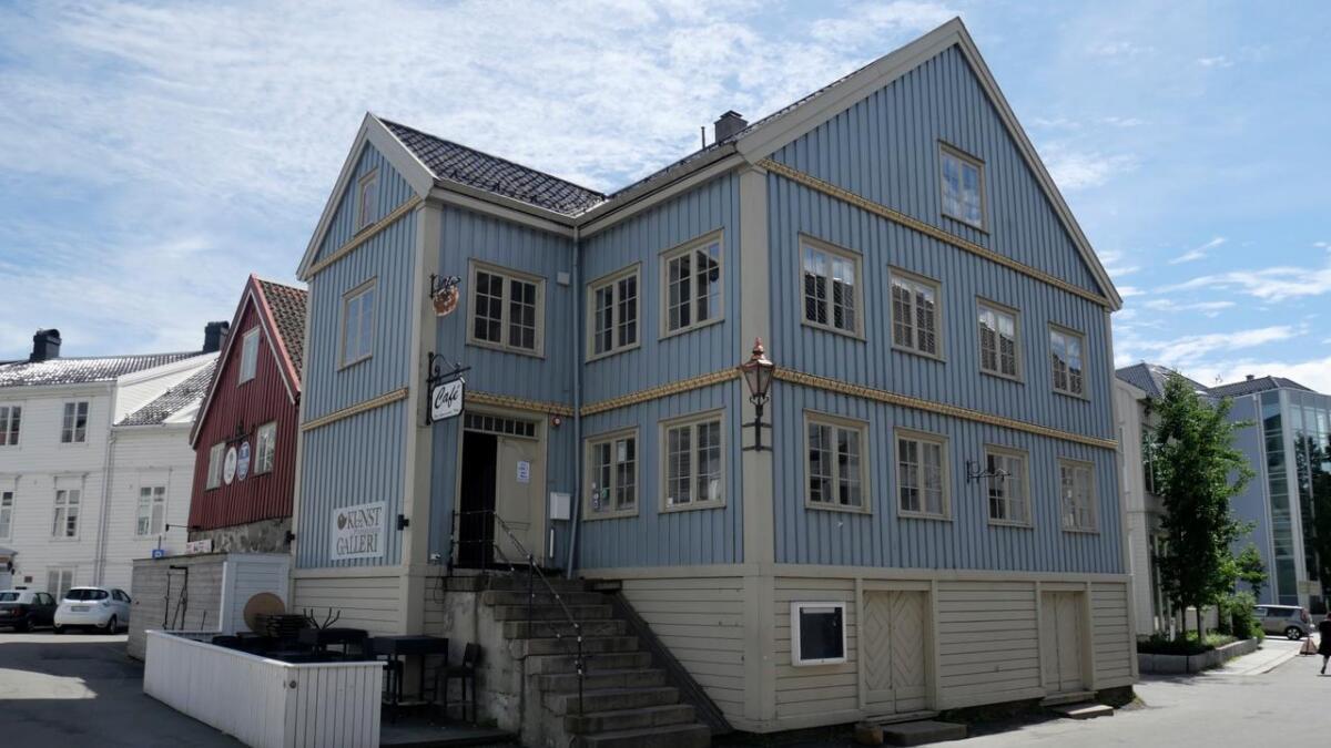 Kafé Lindvedske hus i Arendal holder til i kunstforeningens hus og har i over 20 år kombinert utstillinger, mat og kaffe.