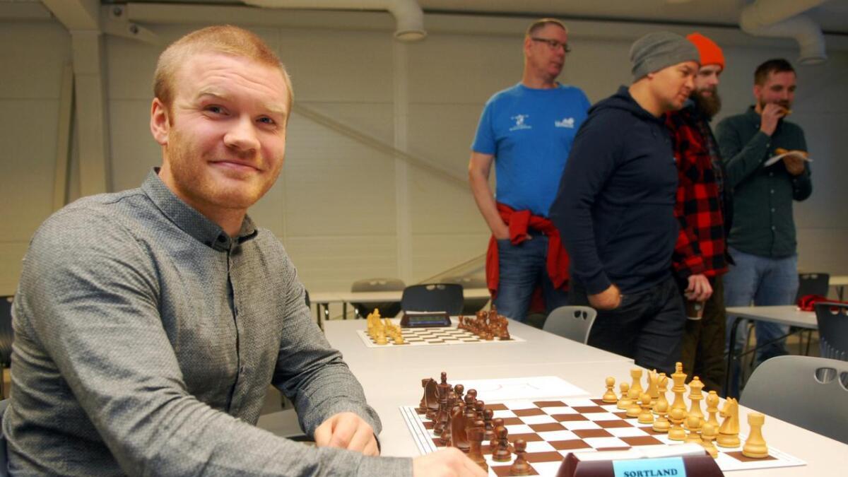 Yngve Steinum Berg har ønske om å starte sjakklubb i Hadsel, og var godt fornøyd med deltakelsen i søndagens sjakkturnering.