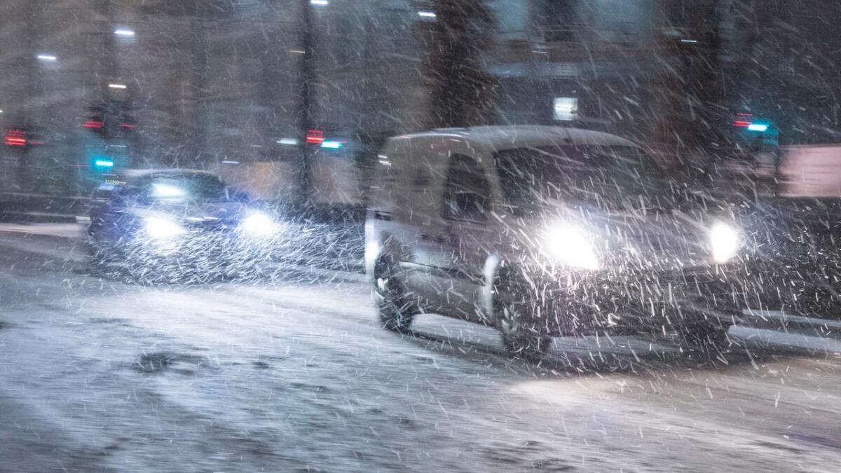 Politiet ber deg la bilen stå om du ikke har vinterdekk på.