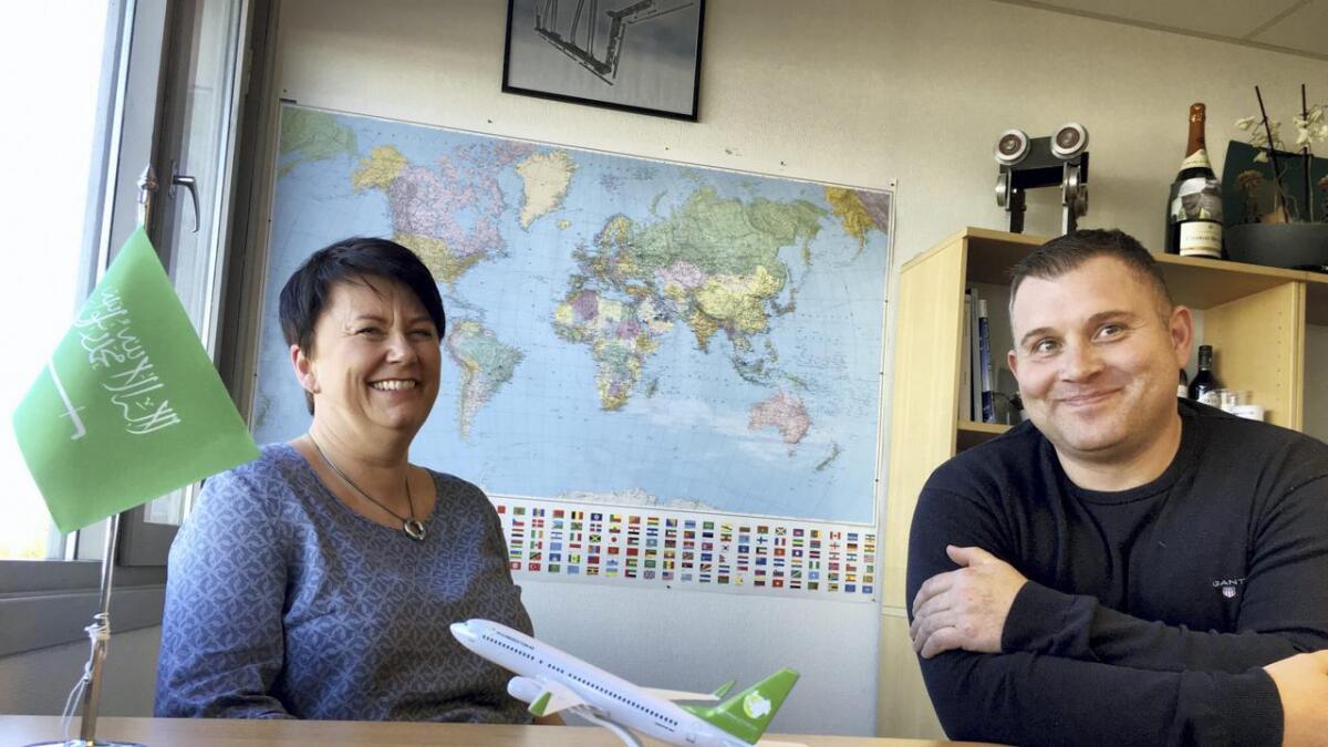 Markedssjef Frøydis Garmo Hovden og gründer i MSG Production AS, Gründer Svein Gunnar Mæland,  er i ferd med å signere sin første kontrakt for leveranse av verdens første autonome avising- og vaskefall for fly. T