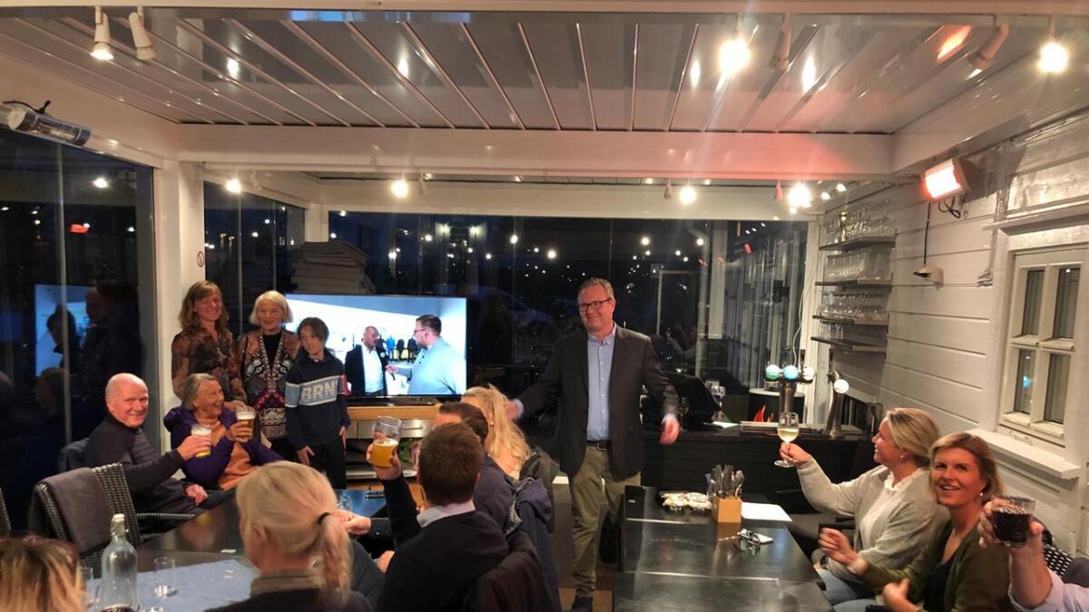 På Høyres valgvake er ordførerkandidat Einar Holmer-Hoven veldig spent.