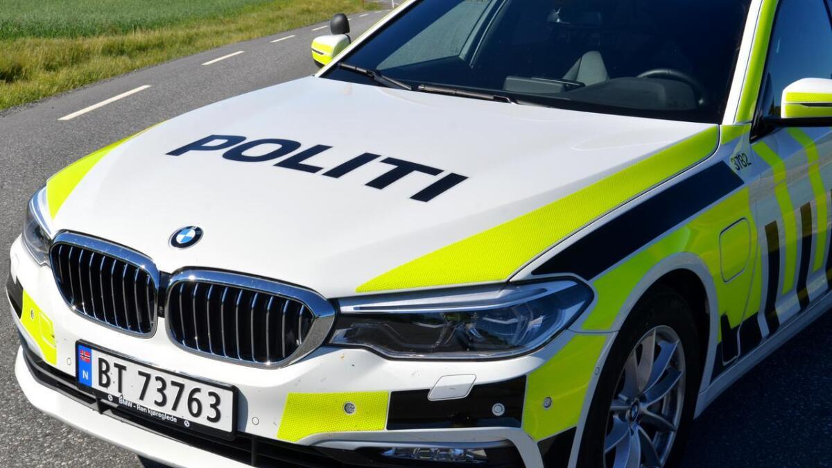 Politiet fikk tilslutt innhentet mannen som stakk av fra bensinregninga i Fenstad. Mannen ville ikke stoppe, og politiet valgte tilslutt å dytte mannen av vegen.
