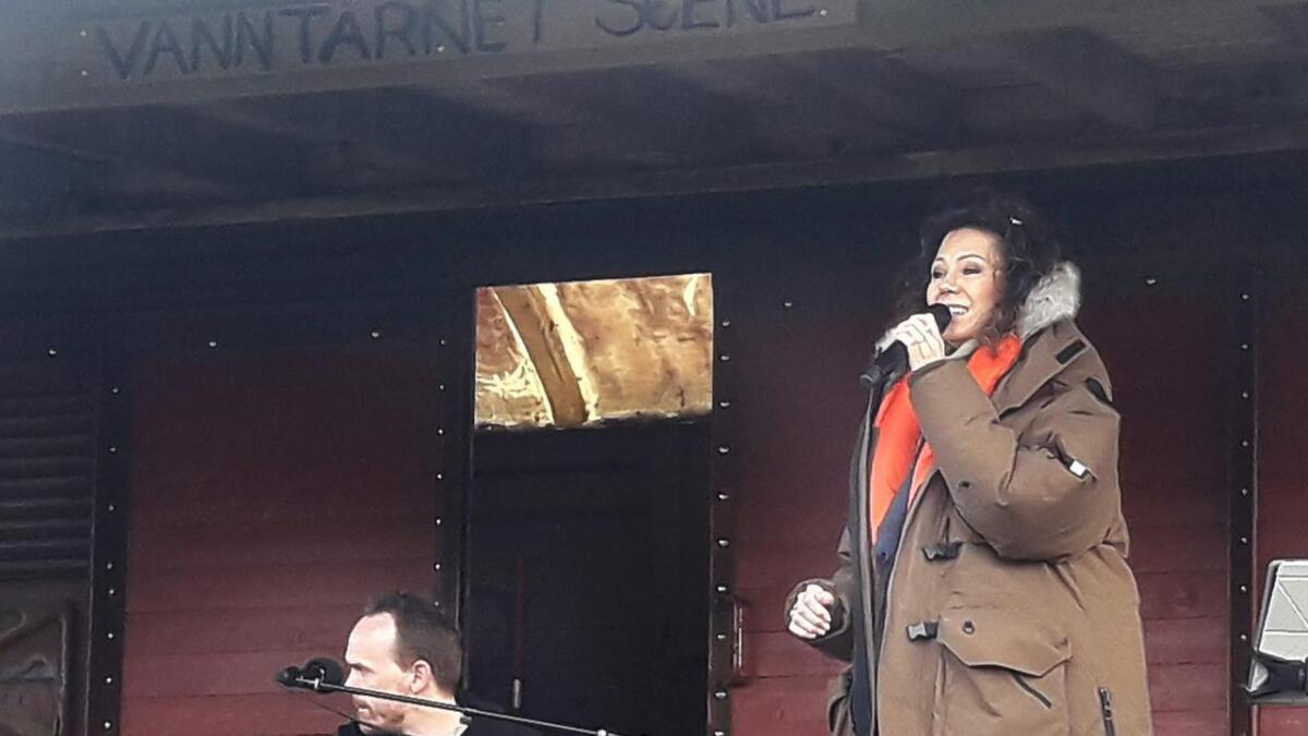 Trine Rein sang blant annet pop, country og gospel under konserten på Vanntårnet scene lørdag kveld.