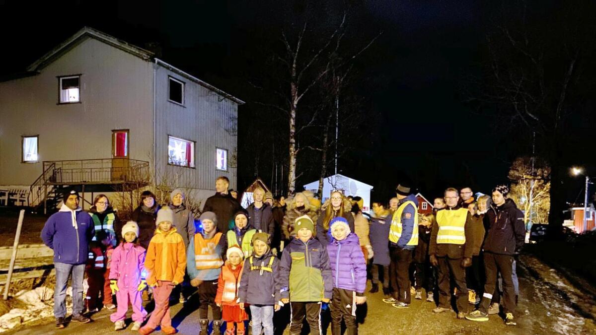 Nok en gang samlet beboerne på Sandvikbakken seg for å demonstrere mot det de tolker som ei trenering av utbygginga av Torstein Reinholdtsens vei.