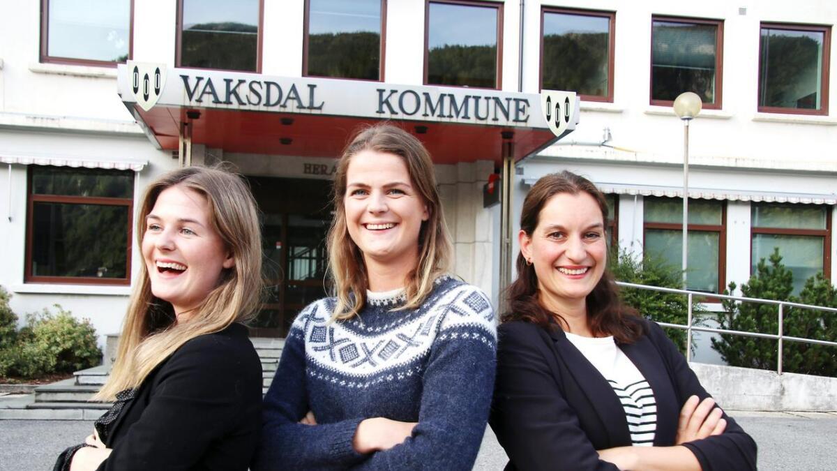 Lisa Natalie Johnsen Lunde (Ap), Amalie Johnsen Lunde (H) og Inger-Helene Nummedal (Sp) er alle klare til å vera med å styra Vaksdal kommune.