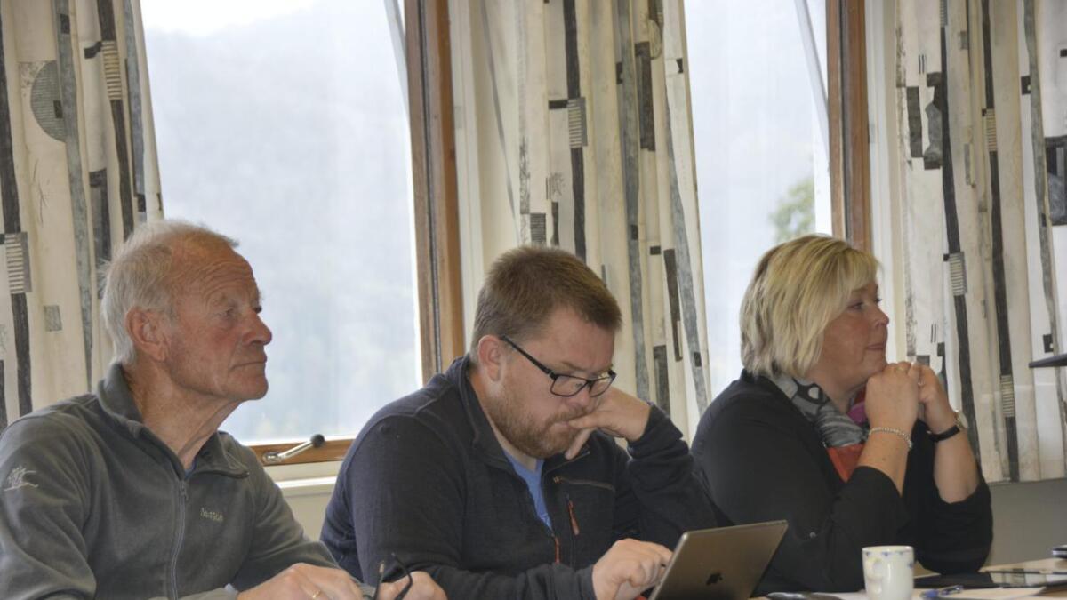 Jon Ingebretsen (f.v.), Bjørn Nordskog og Anne Birgit Sollid frå då saka var oppe i formannskapet i fjor.  ARKIV
