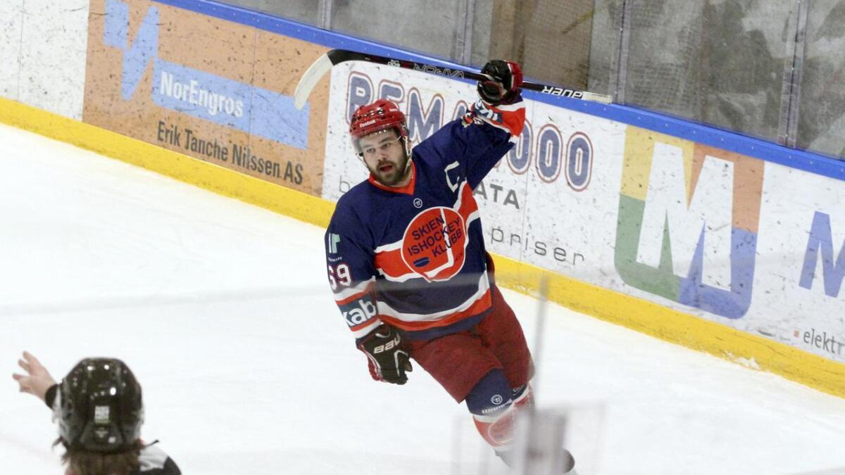 Andreas Søberg Holte og Skien Ishockeyklubb ble nummer fire i 3. divisjon, men søker seg opp en divisjon fra høsten.