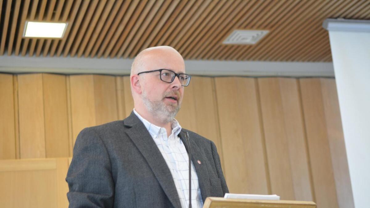 Yngve Hansen i Arbeiderpartiet etterlyser forslag til innsparing, og ber om at de kommer før økonomiplanen skal behandles.