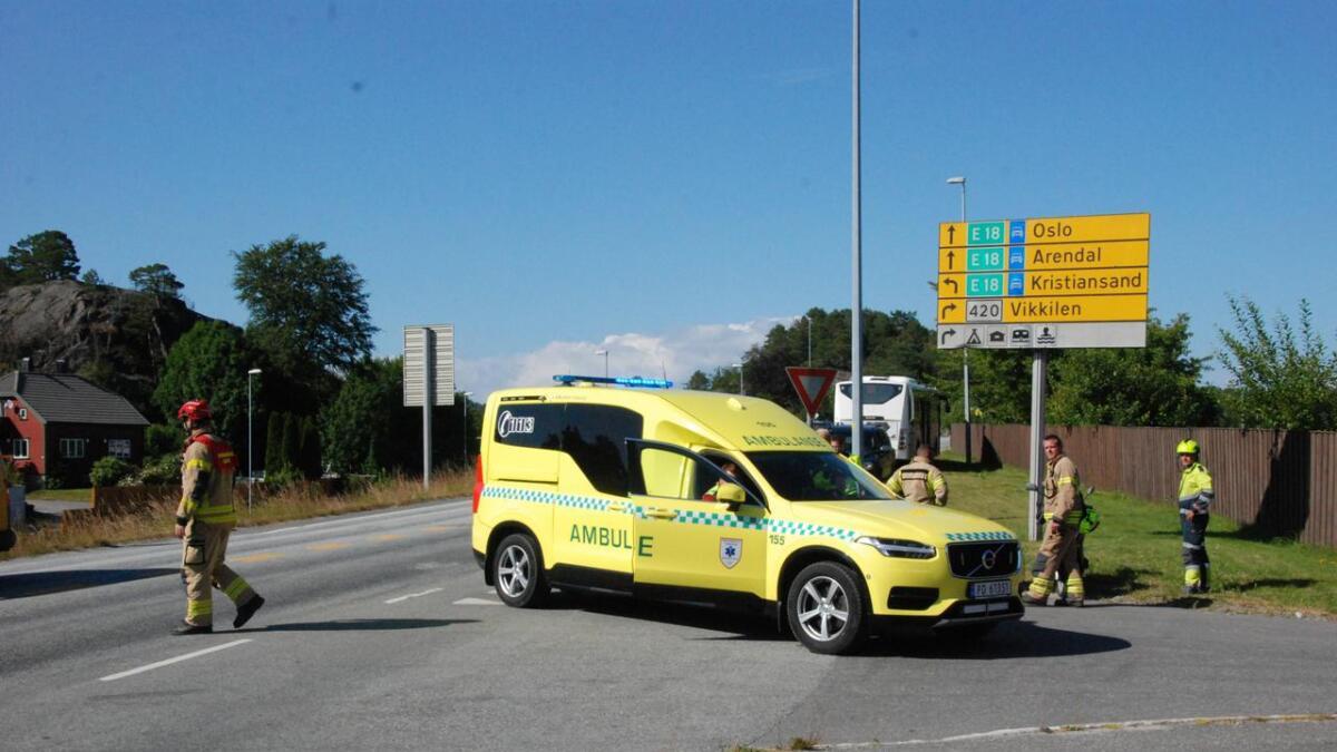 En mopedist og en bil var involvert i ulykken på fylkesvei 420 på Biesletta mandag ettermiddag. En person ble kjørte sykehus.