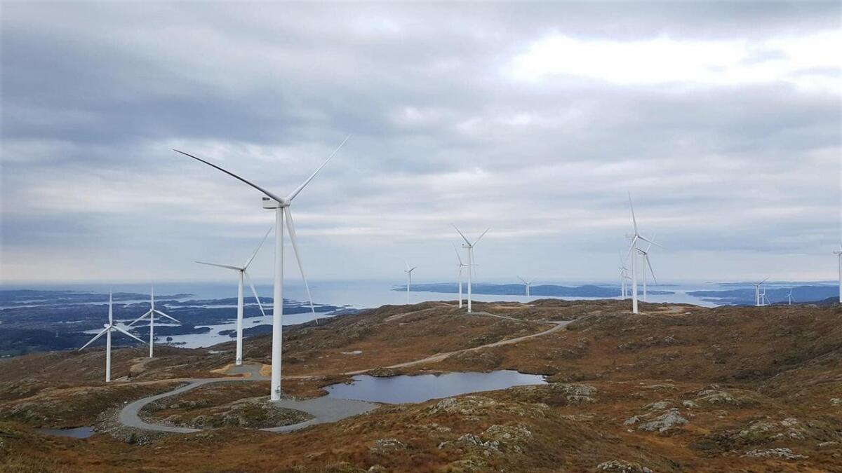 Aksjonsgruppa for vern om Fitjarfjellet åtvarar på det sterkaste om meir vindkraftutbygging på Stordøya. Her frå Midtfjellet vindpark.