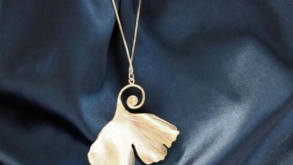 Dette smykket er Anitas lykkeamulett. Det fikk hun i gave av smykkedesigner Laura Cultrera da de begge stilte ut i Roma.