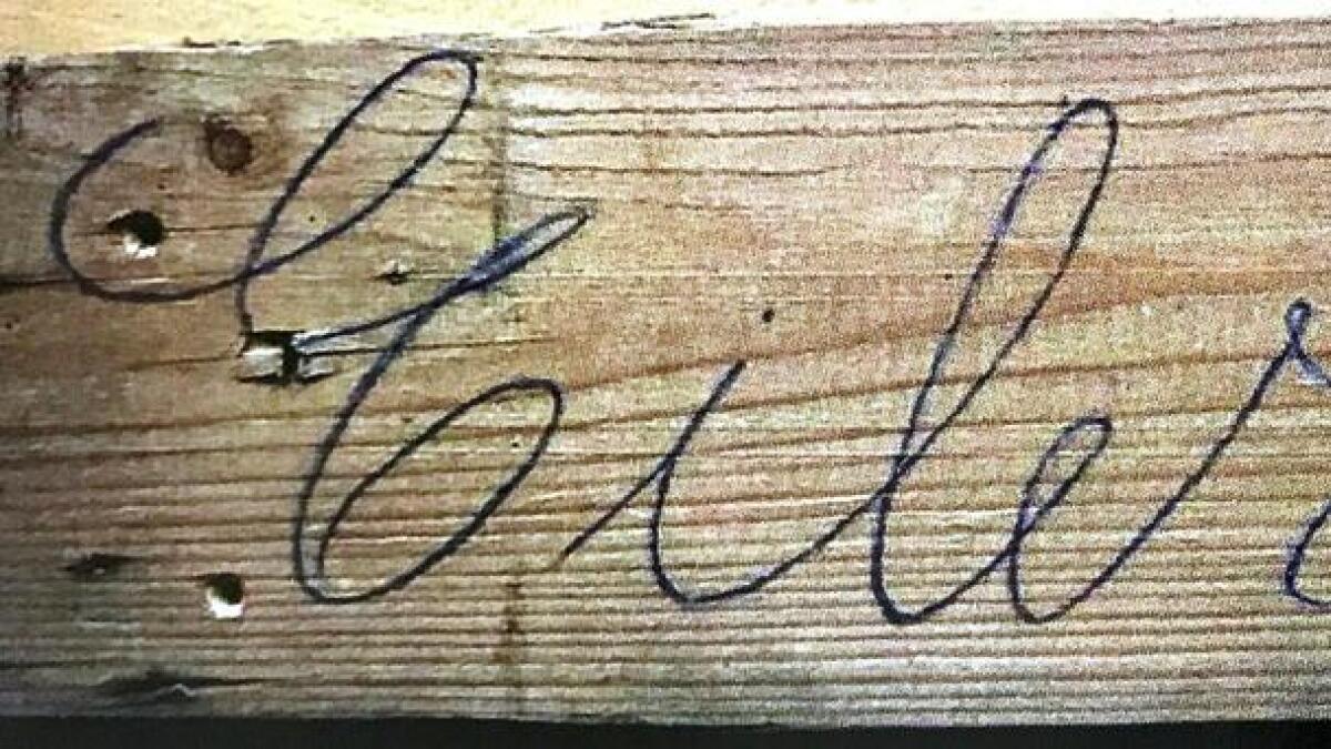 H.P. Eilertsen Bjornebo. Skribent Dale antar at plankene var kjøpt på Strømsbu sag, buntet sammen og merket.