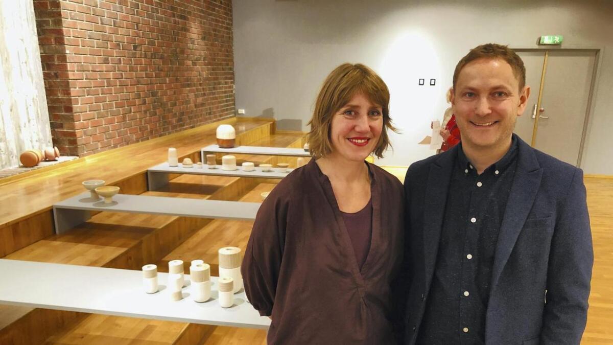 Sambuarparet Siri Brekke og Per Tore Barmen har eit stort namn i internasjonale designkrinsar. Her heime er dei ikkje like godt kjende - enno. Laurdag opna dei si første separatutstilling på Stord.