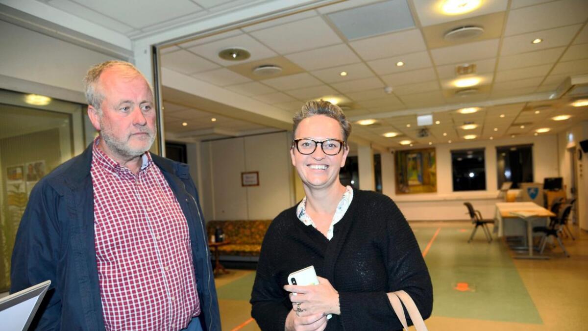 Sps ordførerkandidat Morten Foss ser at det ikke blir flertall, mens Venstres June Marcussen er fornøyd.
