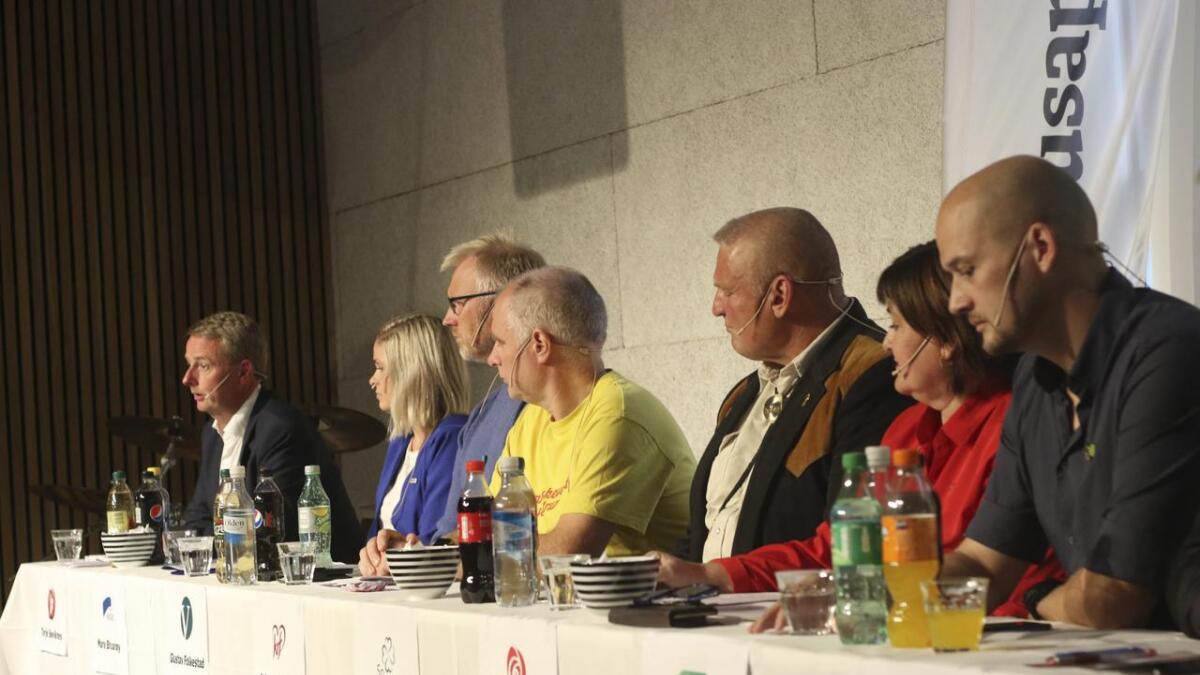 Åtte toppkandidatar var på plass under siste debatt før kommune og fylkesvalet i 2019.