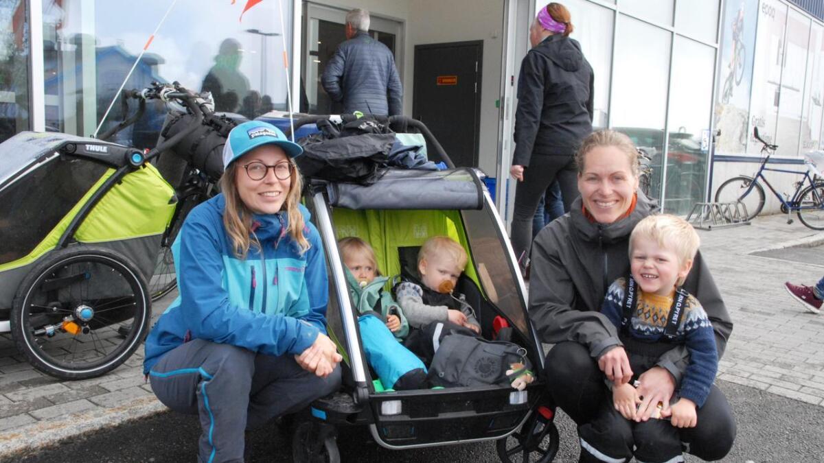 Siri (2) og Viggo (1,5). De kaller seg Turmammor og er ute på eventyr når de  el-sykler fra Tromsø til Å i Lofoten.