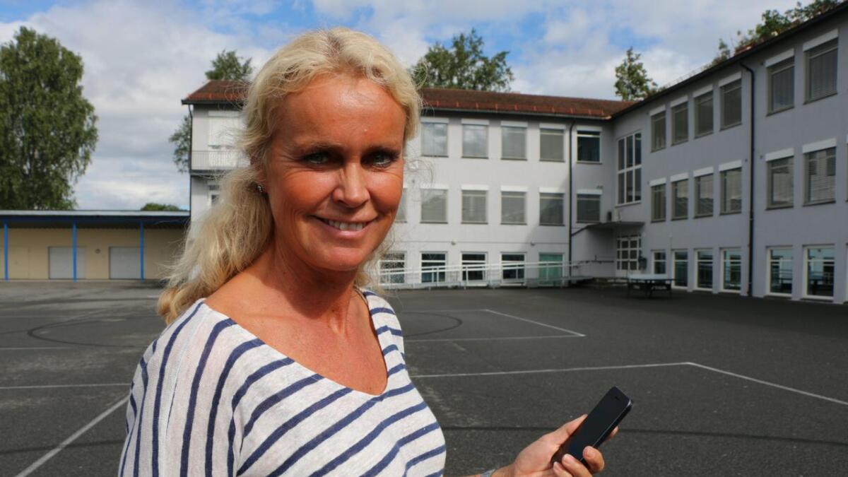 Menstad ungdomsskole i Skien innfører mobilforbud fra skolestart mandag 15. august, etter initiativ fra FAU. – Dette var noe vi alle ønsket, sier rektor Mari Lunde.