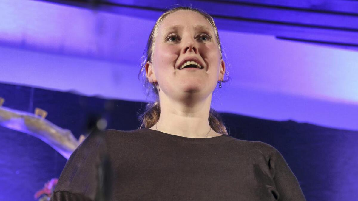 Ellen Marie Selland Geithung inviterer til solokonsert med folketonar frå Stronde.