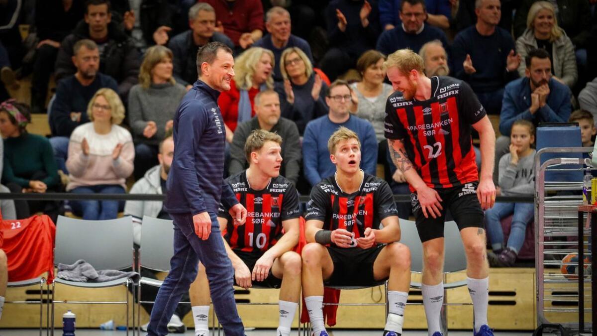 Marinko Kurtovic blir nå hovedtrener og sportsdirektør i ØIF Arendal Elite på fulltid. Her fra 25-24-seieren mot Elverum i Sør Amfi sist vinter på veien mot klubbens tredje seriegull under Kurtovic. Han har i tillegg ført laget til cupgull.