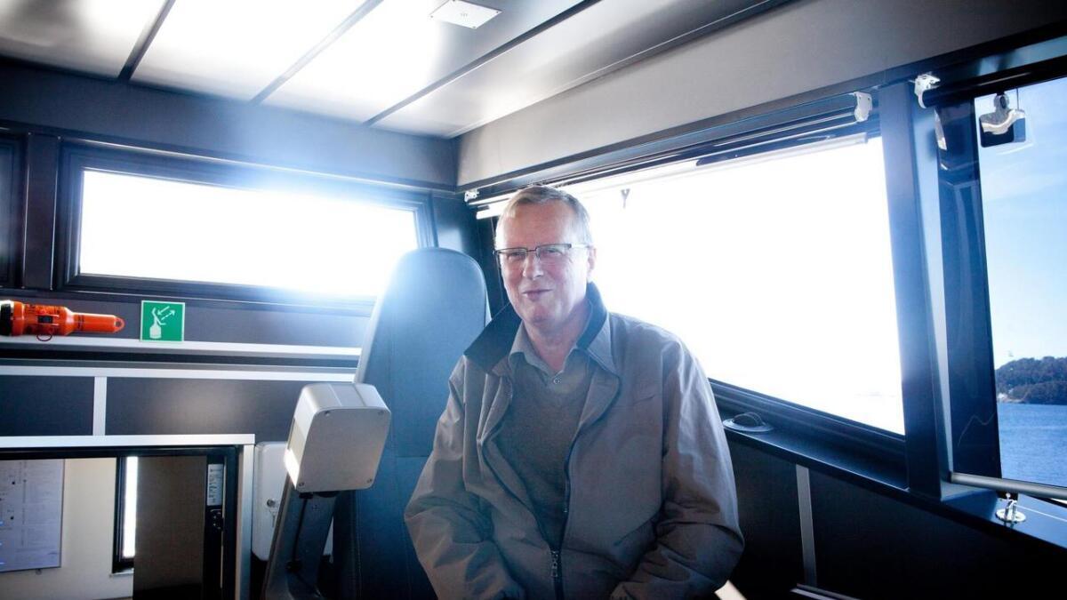 Oma Baatbyggeri skal byggja ei ny elektrisk ferje med katamaranskorg, noko som både reddar arbeidsplassar og miljøet. Dagleg leiar Gustav Oma er godt nøgd med den nye kontrakten.
