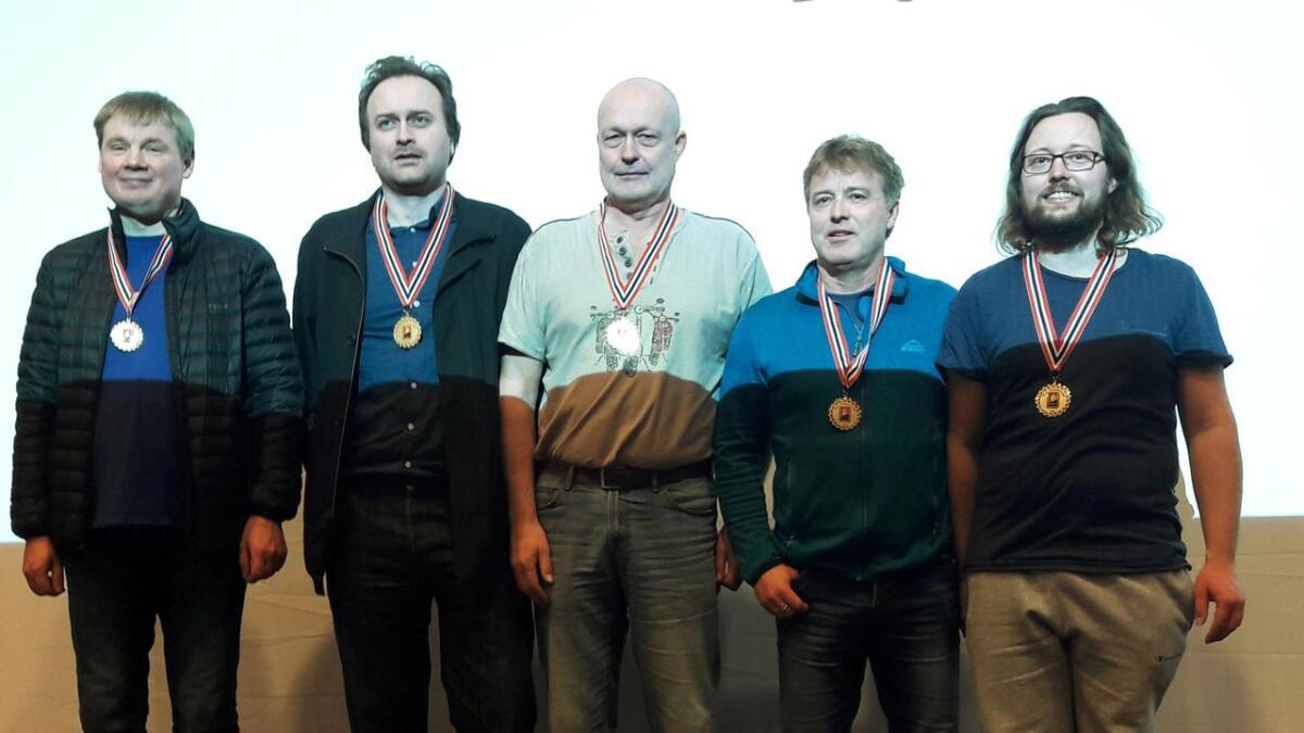 Stig Arne Iversen (f.v.), Gunnar Harr, Ståle Digre, Olav Ellingsen og Kristian Barstad Ellingsen. Dagfinn Kristiansen deltok på laget sammen med Gunnar Harr denne gang, men er ikke med på bildet. (Arkivfoto)