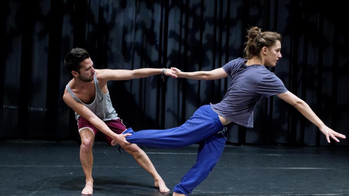 Spanske Anna Borràs (25) og Daniel Navarro (27) har fleire solonummer under «Nguva» som har premiere i Bømlo kulturhus i helga.