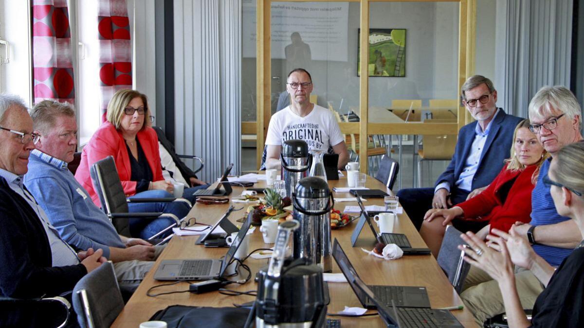 Ordfører Kjell Sølverød, Siljan (Sp), Lars Inge Rønholt, Bamble (H), Anne Karin A. Hansen, Porsgrunn (H), Varaordfører Erik Næs, Skien (KrF), fylkespolitiker Knut Duesund (KrF), ordfører Hedda Foss Five, Skien (Ap) og ordfører Hallgeir Kjeldal, Bamble (Ap).
