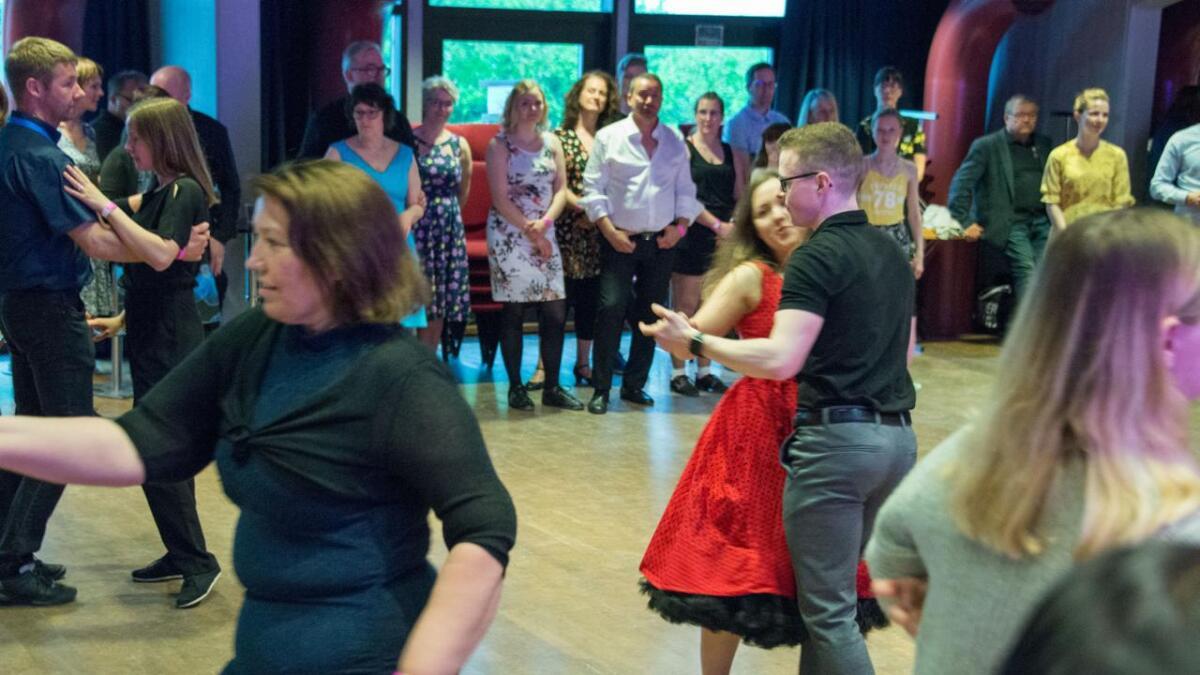 Swingformen West Coast er blitt populær over hele landet. Skal du lære den, er det hos oss!