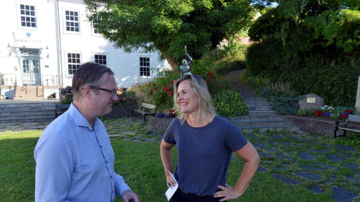 Cecilie Knibe Kroglund (Ap) og Einar Holmer-Hoven (H) er de fremste ordførerfavorittene i Lillesand.