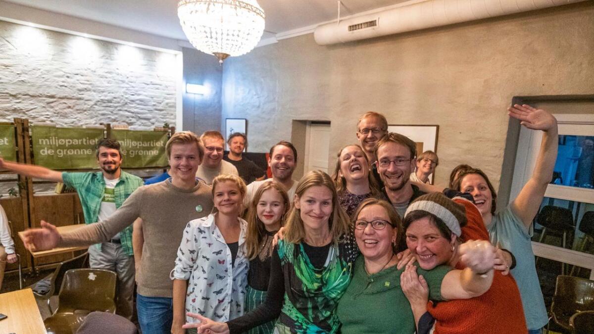 Miljøpartiet de Grønne i strålende humør på sin valgvake på Folque i Skien.