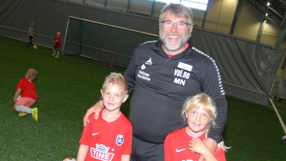 Morten Nygård sto for keepertreningen, og Martin og Emilie var med der.