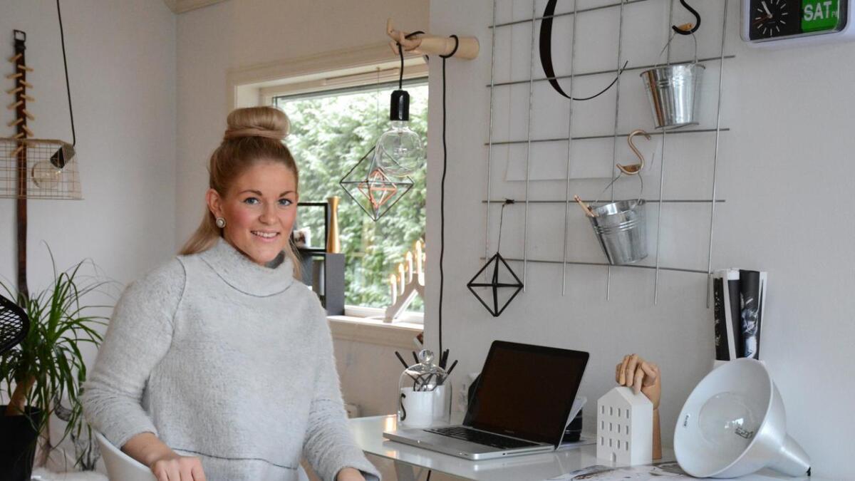 Interiørbloggeren Elisabeth Johansen har stadig nye prosjekter på gang i hjemmet. Hennes favorittplass i eneboligen på Rising er kontorplassen hennes i den åpne stua.