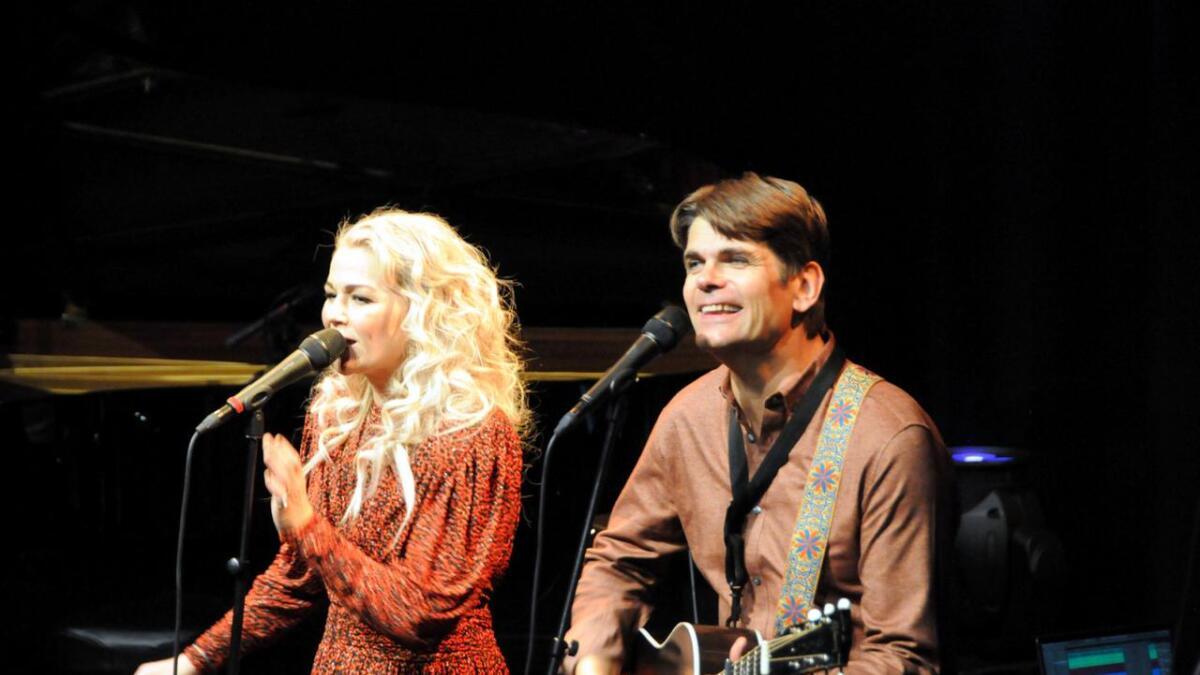 Maria Haukaas Mittet og Lars Bremnes leverte en flott konsert foran en full Møysal i Kulturfabrikken. (Alle