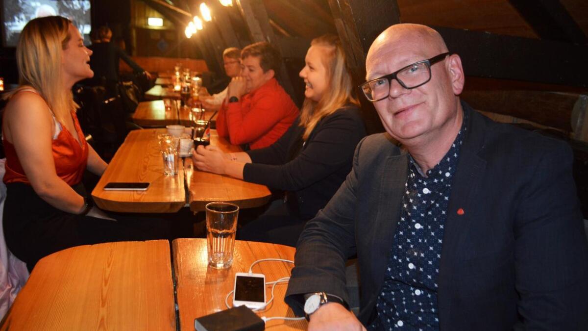Dempet stemning hos Åge Rusten på Aps valgvake i Hadsel.
