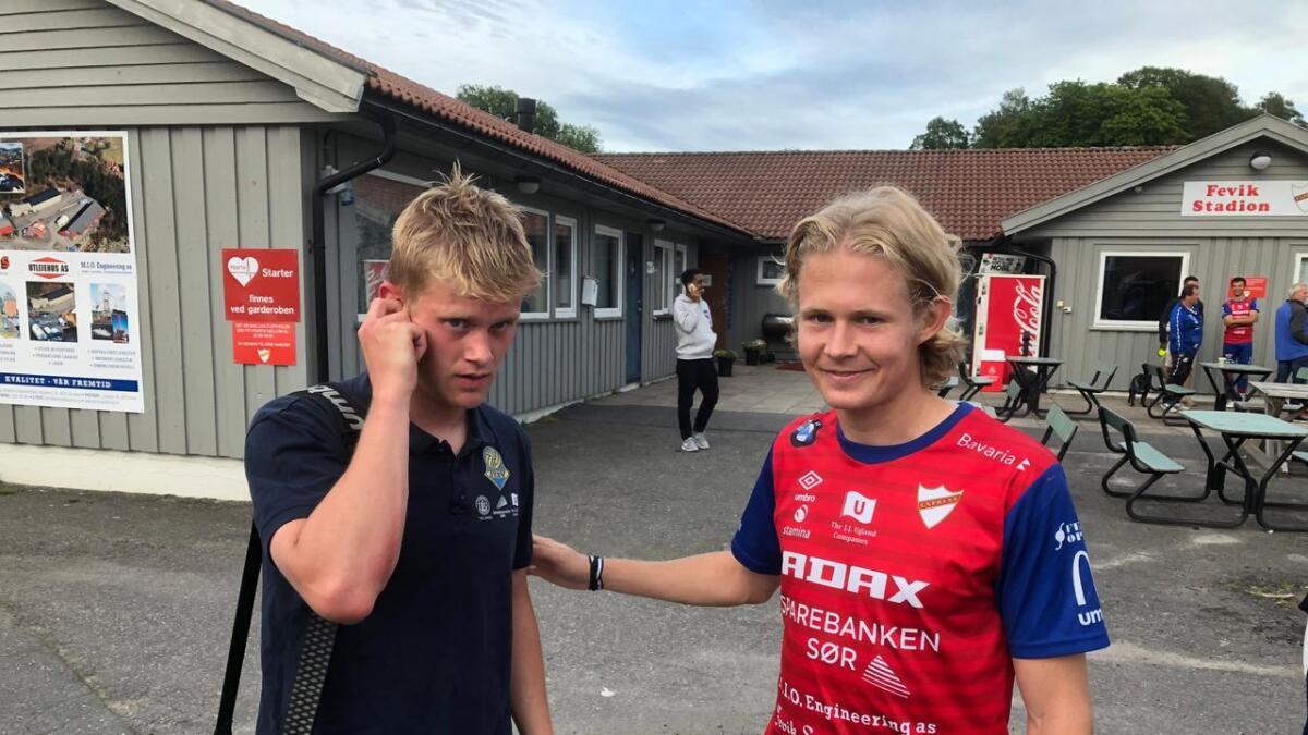 Olav Hovstad (23, til høyre) og lillebror Halvor (20) etter at Express vant 4-2 mot Jerv på Fevik stadion mandag kveld.