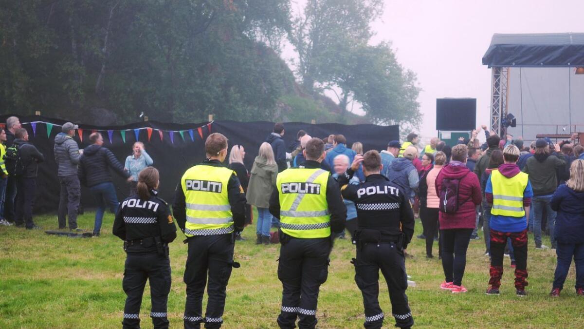 – Hvor er politiet når vi trenger dem? spør Sylvi Anthonsen og Inge L. Nilsen på Myre. (Ill.