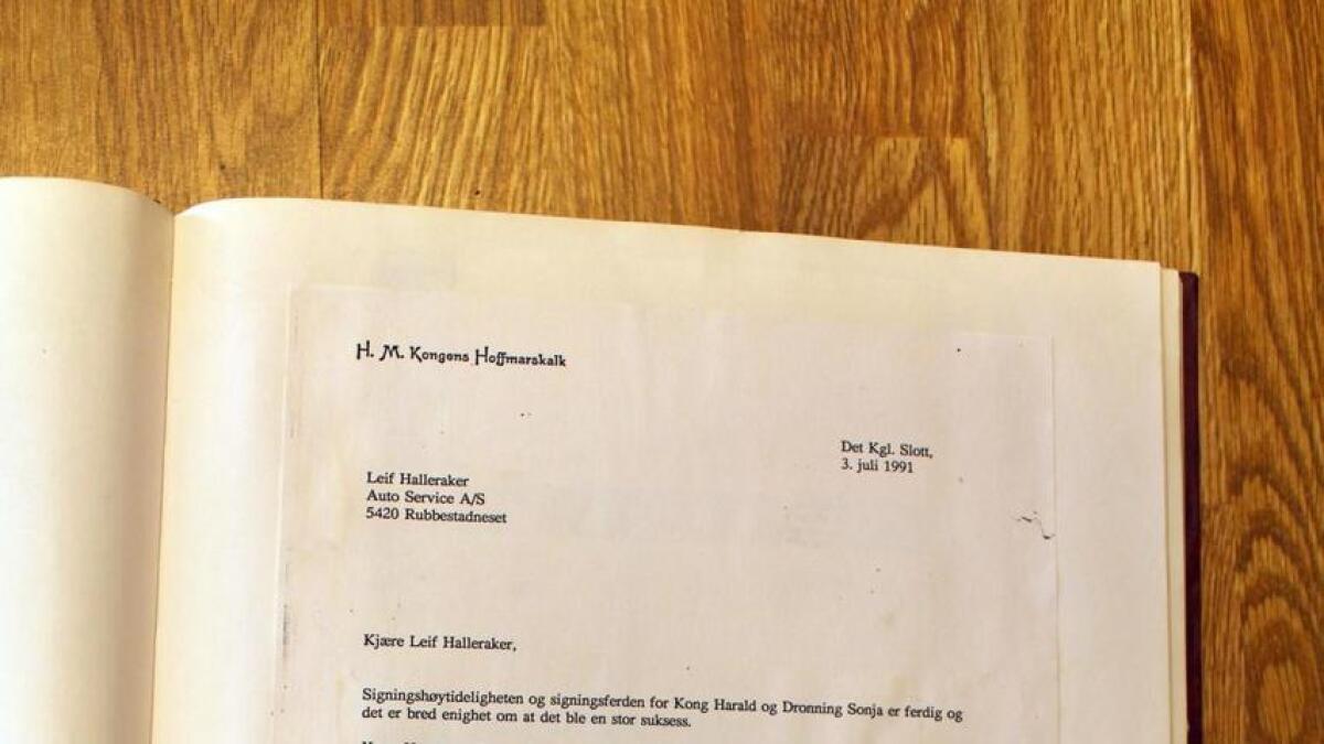 Leif Halleraker fekk brev frå Slottet, som takk for vedlikehald og vask av bilane.
