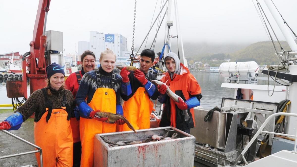 Kristian Tveit Hansen, Aslam Khan og Marius Karl Reinholdtsen Hansen sammen med Caroline Jensen (t.v.) og Malin Philstrøm (bak) på tur med Ingrid.
