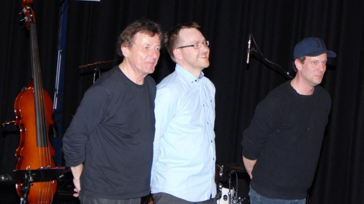 Dag Arnesen trio, med Dag Arnesen (t.v) på piano, Ole Marius Sandberg på bass og Ivar Thormodsæter på trommer.