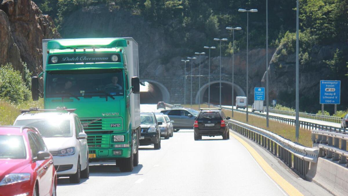 De siste bilistene som møtte ulykkeskøen i Lillesand søndag ettermiddag, valgte å snu i 100-sonen på E18 og kjøre tilbake i feil retning.