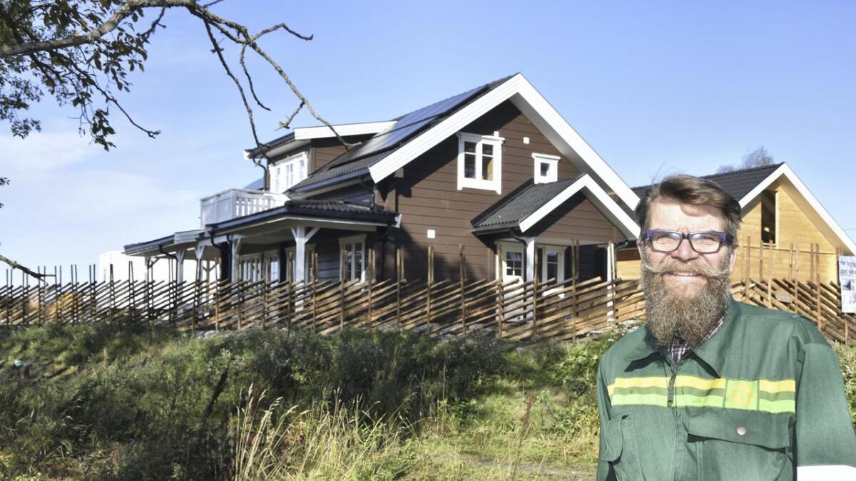 Even Gudmund Sundby er ikke i tvil om at aktivhus er framtida. I Bygdevegen på Opaker er et tun med tre aktivhus i ferd med å ta form.