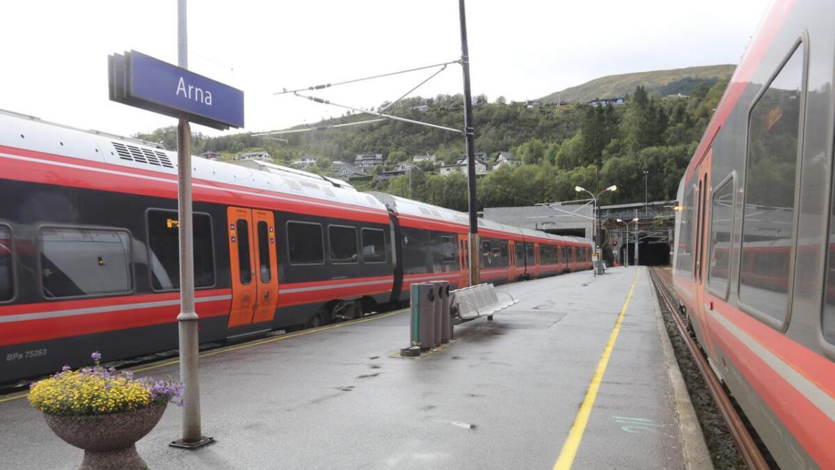 Arna stasjon. Når du kjem frå Arna, har du reist mykje toget. Slik er det berre.