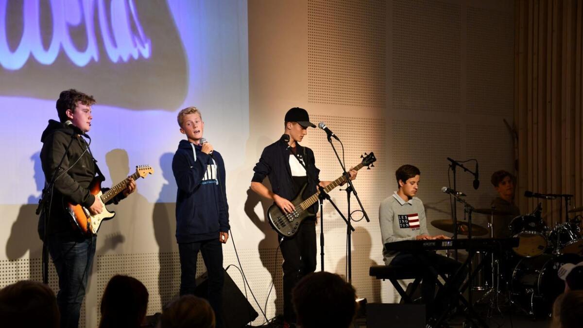 Nameless 5 holdt konsert da ungdomsklubben Friends ble gjenåpnet forrige lørdag.alle