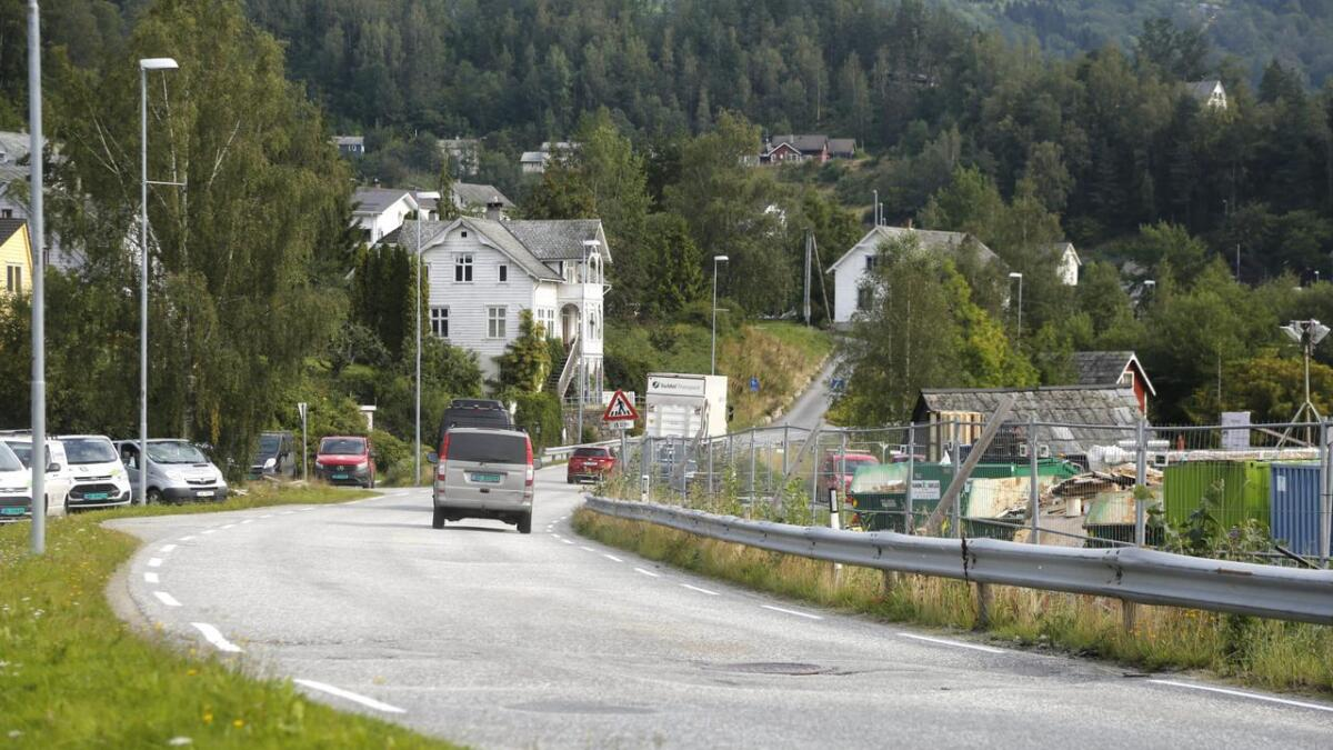 Vegen mellom Brakanes og den nye sjukeheimen i Ulvik treng betre sikring for mjuke trafikantar, i framtida.