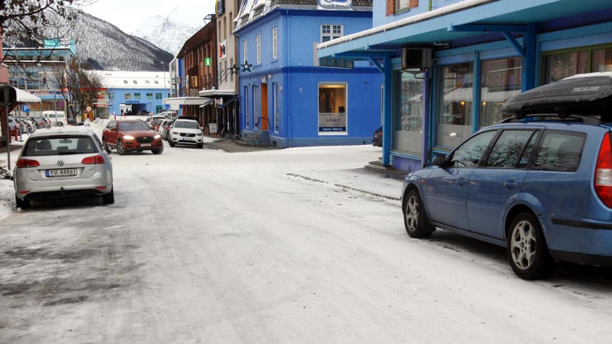 Kommunedirektøren ønsker å innføre avgift på kommunale parkeringsplasser, som en del av budsjett- og økonomiplan-forslaget.