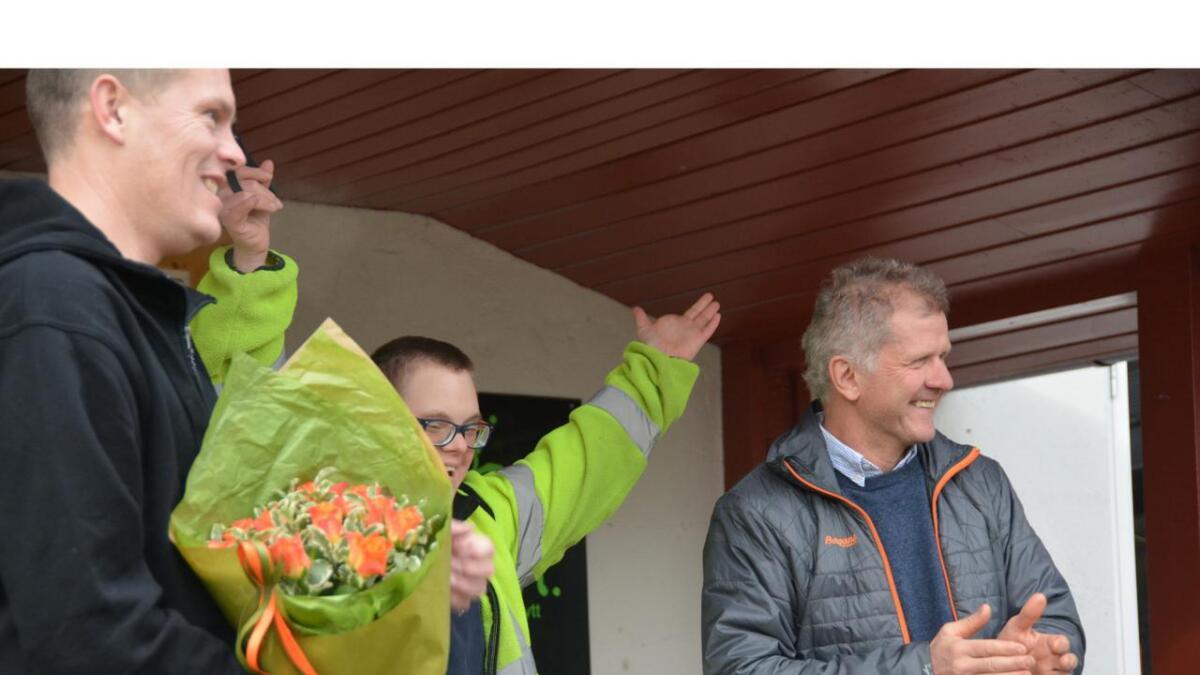 Etter at tidlegare Kviteseid-ordførar Tarjei Gjelstad (t.h.) hadde klypt av opningssnora saman med Kristian Bakkan, kunne dei saman med dagleg leiar i Kvito AS, Torbjørn Blichfeldt Dyrland (t.v.), juble for at Ymist endeleg var opna.