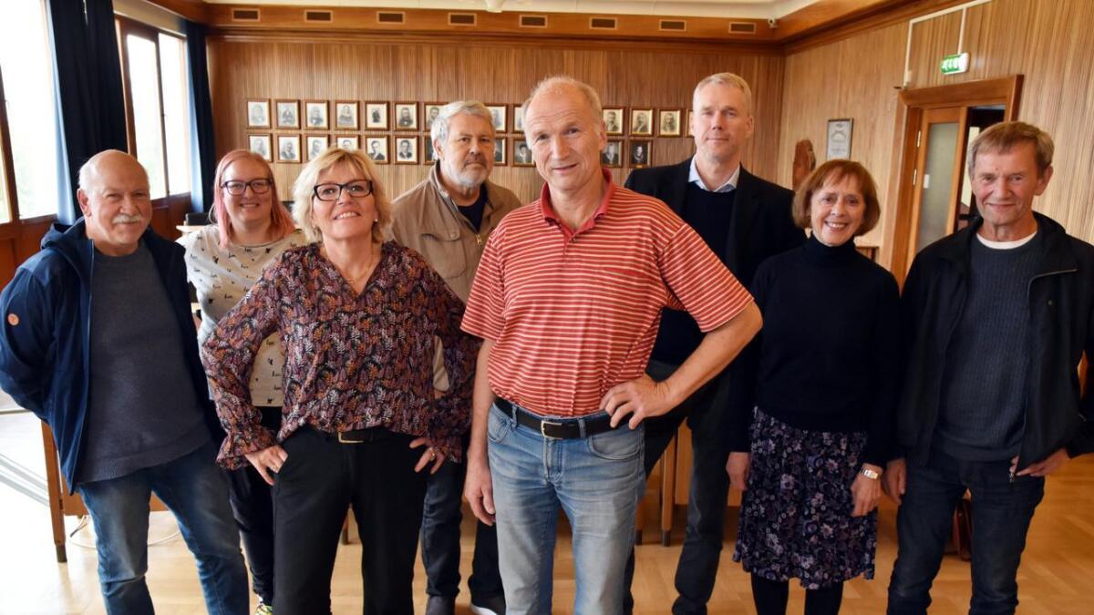 Johnny Torgersen (R), Kamilla Ravn Fossem (R), Tove Mette Bjørkmo (Ap), Svein Roar Jacobsen (Ap), Karl-Erling Nordlund (Sp), Christian Torset (SV), Jørun Drevland (SV), Einar Kristiansen (Sp).