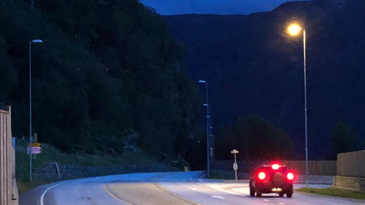 I lang tid har det vore mørkt i lampane frå Stanghellekrysset i retning Fossmark. Snart skal dette ordnast, lovar vegvesenet.