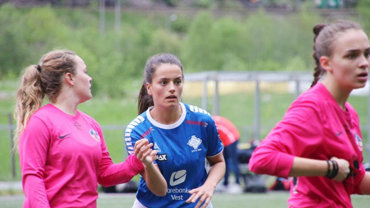 Ingeborg Ese Haga, i blå drakt, skåra begge Dale sine mål.